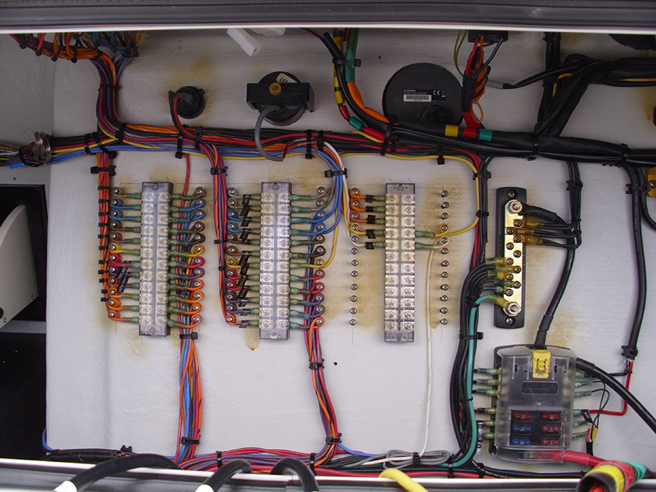 CHASE_DETAIL-OF-ELECTRIC_WIRING_INSIDE_CONSOLE
