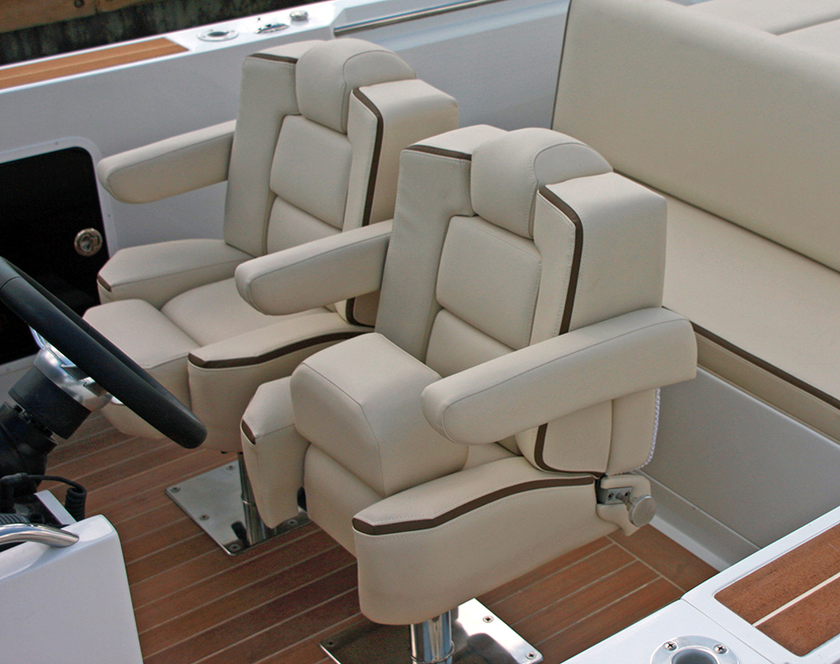 CHASE_PLUSH_OWNERS_HELM_SEAT